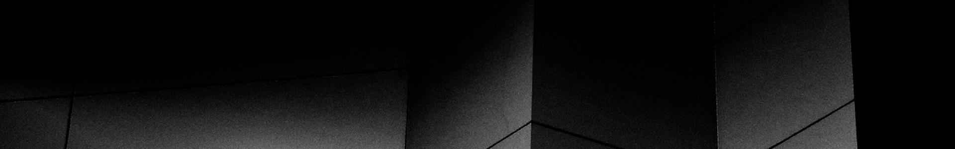 fond-noir-gestion-reseaux-sociaux-laurentides-rive-nord-montreal-medias-4.png